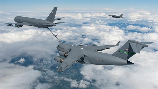 Độ cao tiếp dầu không ngờ của máy bay KC-46A