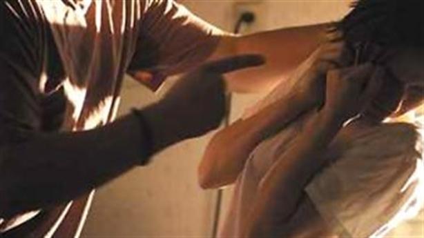 Chồng đâm chết vợ sau khi đọc tin nhắn trai lạ