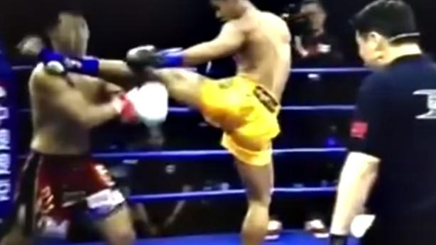 Võ sĩ Thái Lan tung cước, võ sĩ Trung Quốc bất tỉnh
