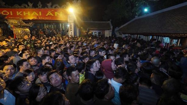 Xử nghiêm cán bộ đi lễ chùa: Tội tình lễ hội