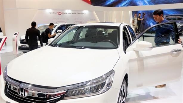 Giá ôtô nhập khẩu đồng loạt giảm: Dân hưởng lợi?