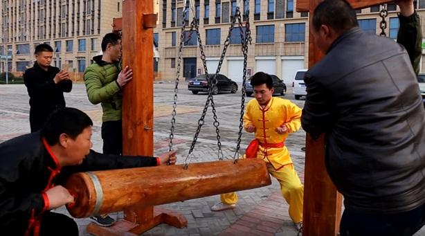 Môn phái Đũng quần sắt luyện kungfu nâng sức mạnh 'cậu nhỏ'