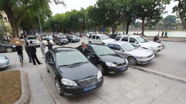 Hà Nội khoán xe công: Làm dễ, ai chẳng có ô tô