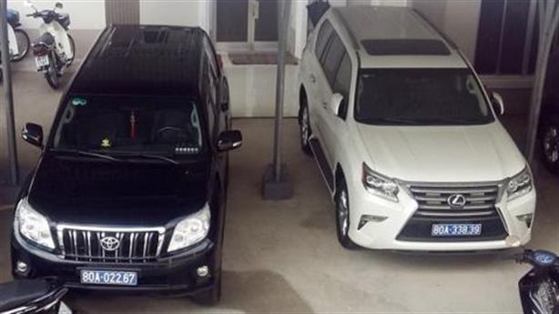 Phận khó lường hai xe Lexus doanh nghiệp tặng Cà Mau