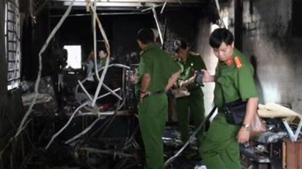 Cháy nhà khóa trái 4 người chết: Vừa sinh nhật con