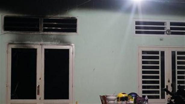 Cháy nhà khóa trái 4 người chết: Mẹ ôm con dưới sàn