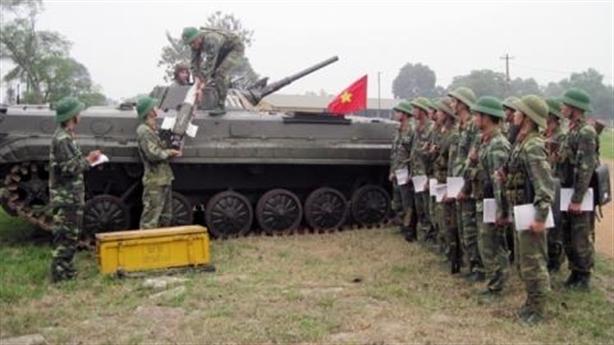 Xem xe chiến đấu Việt Nam phóng tên lửa