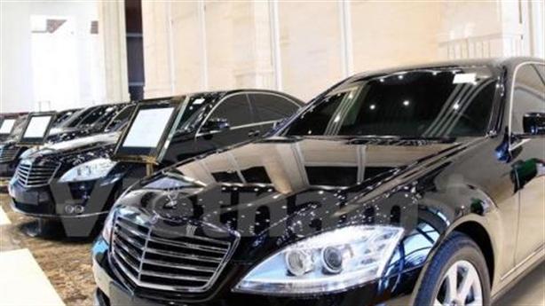 Lào đấu giá xe công đắt, mua dòng xe trung bình