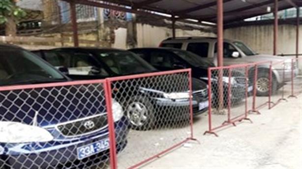 Hơn 40 xe công 'nằm chuồng': Hà Nội nên làm gì?