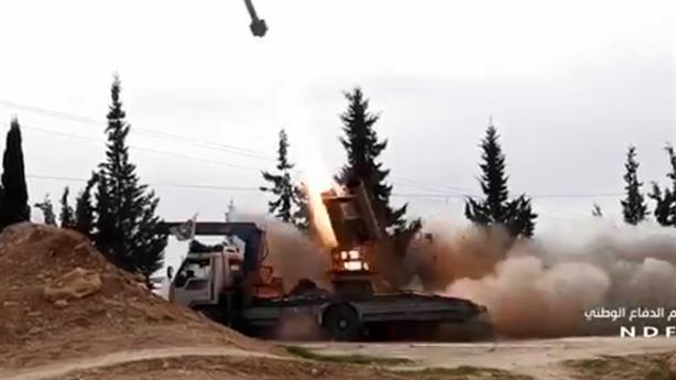 Clip: Quân Syria dội bão lửa ở Hama, IS tháo chạy