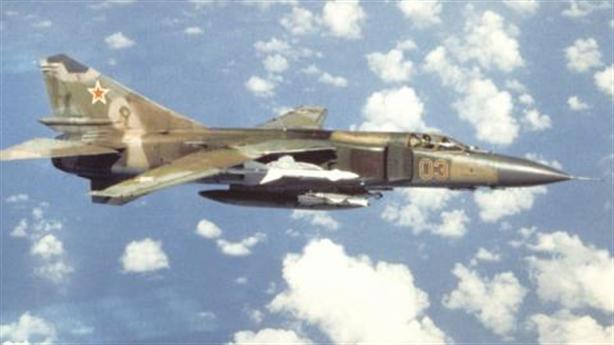 Nga vận chuyển máy bay, chân gấu đã thò sang Libya