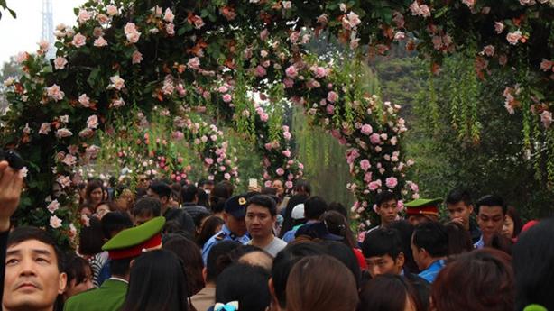 Sở VH-TT tuýt còi, BTC lễ hội hoa hồng Bulgaria xin lỗi