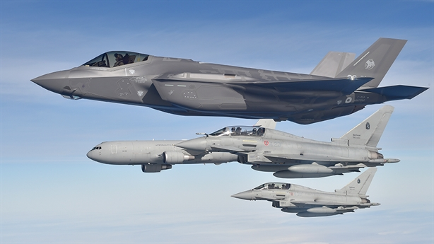 Tiêm kích F-35 lại sợ sét không dám bay