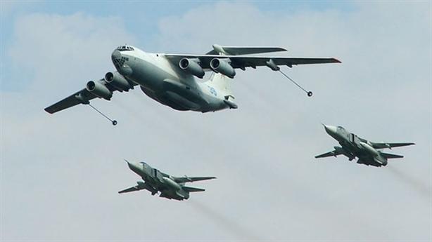 Lão tướng Su-24 phô diễn tuyệt kỹ