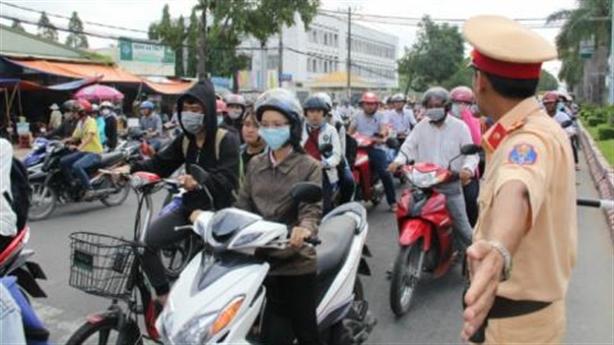 CSGT không phạt người ngoại tỉnh: Hiếu khách hay vi hiến?
