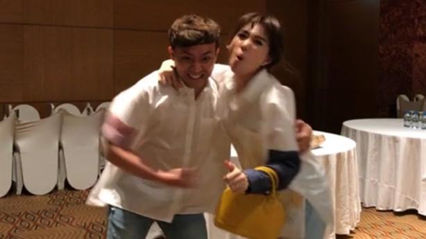 Trấn Thành và Hari Won diễn hài gia đình hạnh phúc