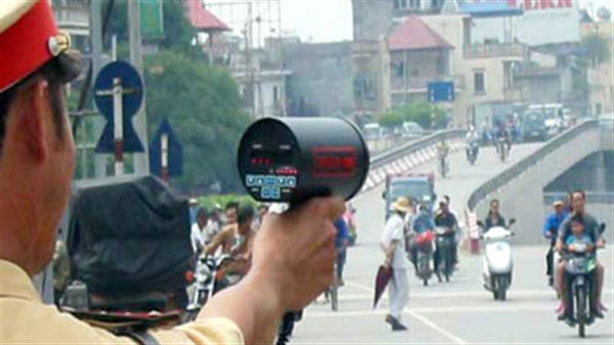 CSGT núp bắn tốc độ: ''Đừng dùng từ núp''