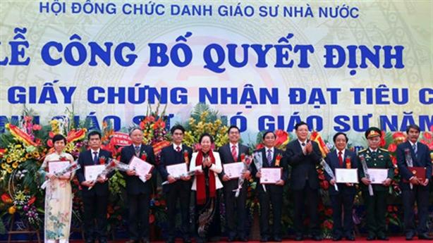 Lập chuẩn GS, PGS riêng: Việt Nam hết chuyện lạ thường
