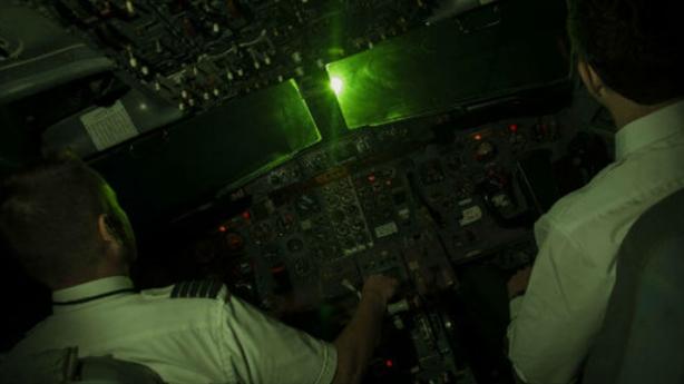 Máy bay nước ngoài bị chiếu laser: Nguy cơ bị tẩy chay