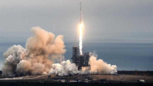 Cú phóng lịch sử của Falcon 9 tạo cú hích với Nga