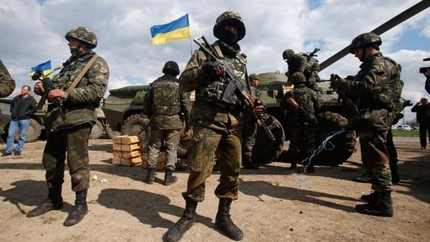 Ukraine vi phạm lệnh ngừng bắn, xạ thủ châu Âu vào Donbass