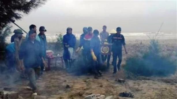 Thi thể mất đầu dạt bờ biển: Trùng hợp bất thường