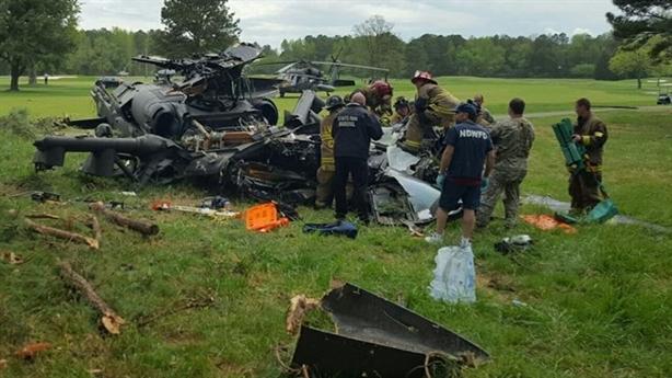 Trực thăng UH-60 Mỹ rơi vỡ vụn ở sân golf