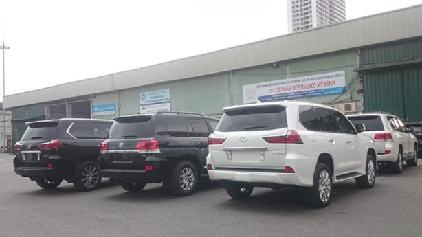 Truy tìm doanh nghiệp nhập 30 ôtô hạng sang diện biếu, tặng