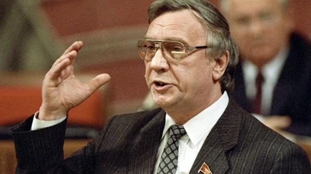 Ai lật đổ Gorbachev?