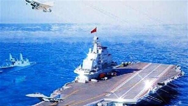 Tàu đổ bộ Mỹ hộ tống tàu sân bay Liêu Ninh