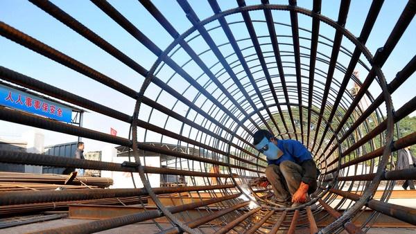 Trung Quốc đóng cửa 29 nhà máy thép: Động thái lạ