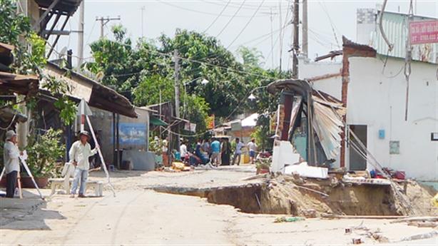 Sạt lở nguy hiểm ở An Giang: Nỗi lo thủy điện Mekong