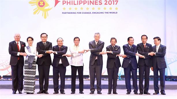 Lãnh đạo ASEAN lo ngại quân sự hóa ở Biển Đông