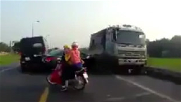 Xe tải cố tình đâm chết 2 người: Chỉ đạo nóng