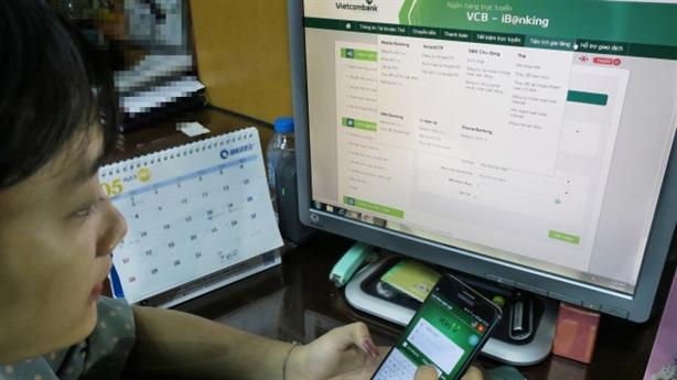 Vietcombank lùi hạn áp dụng quy định đánh đố khách hàng