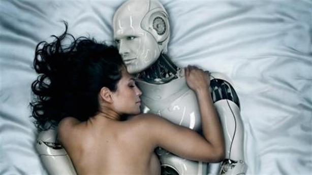 Năm 2050: Con người cưới robot để sinh con