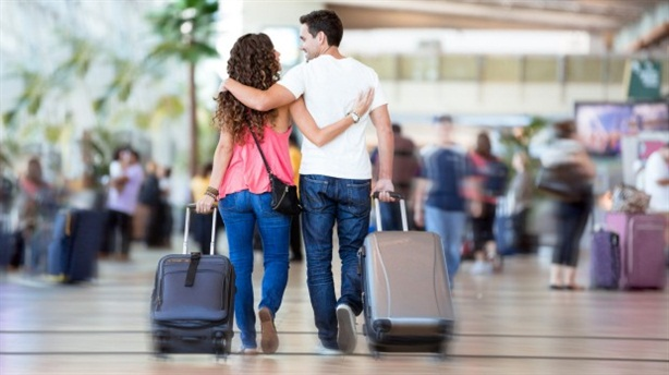 10 du khách thì có 1 người làm tình tại sân bay