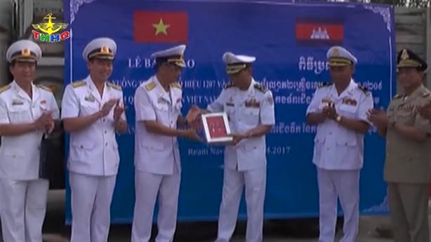 Việt Nam tặng Campuchia 2 xuồng tuần tra