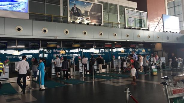 Sân bay Nội Bài bị cháy tủ điện