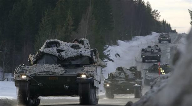 Tăng NATO gầm thét tại Estonia khi Nga duyệt binh