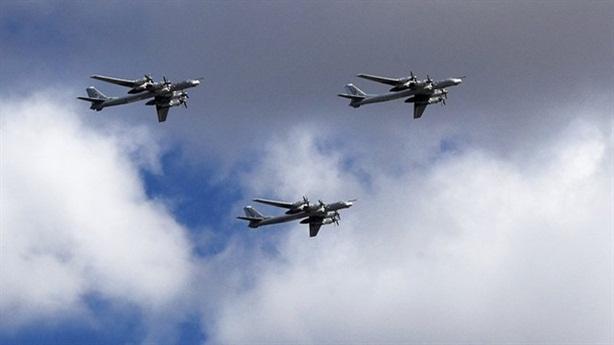 Mỹ cho F-22 đón đầu, mổ xẻ máy bay chiến lược Tu-95
