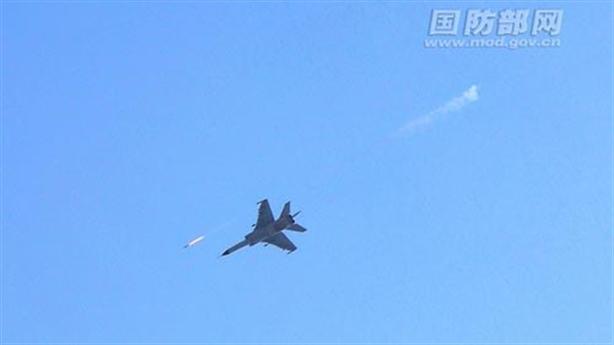 JH-7 của Trung Quốc tập bắn đạn thật trên Biển Đông