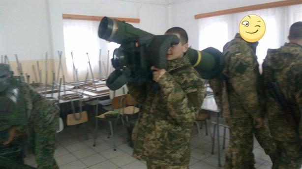 Mỹ cấp nhỏ giọt Javelin, Đông Ukraine thành chảo lửa