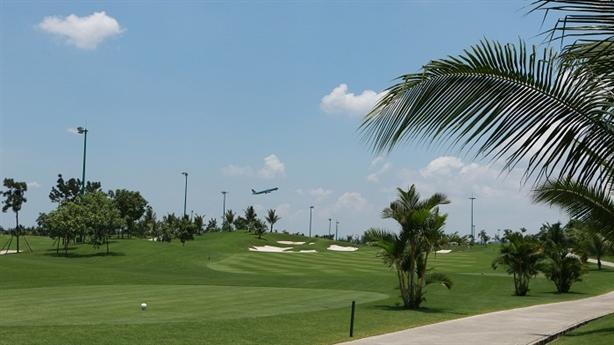 Thu hồi đất sân golf mở rộng sân bay: Sao chậm thế?