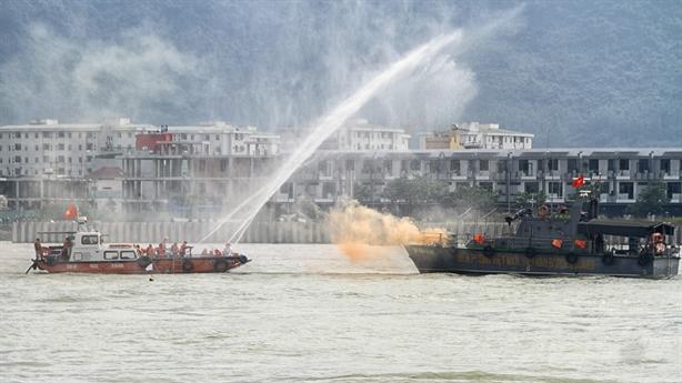 Việt Nam-Mỹ diễn tập ứng phó sự cố tràn dầu trên sông