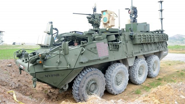 Xem vũ khí laser trên xe Stryker đốt cháy mục tiêu