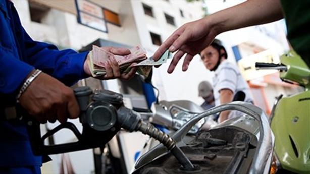 Dân cõng thuế môi trường qua giá xăng, dầu: Vô lý...