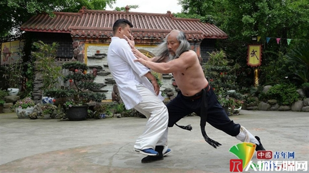Chưởng môn phái Thanh Thành thách đấu võ lâm Trung Quốc