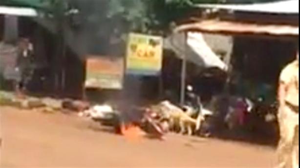 Cự cãi để lấy xe không được, đốt xe trước mặt CSGT