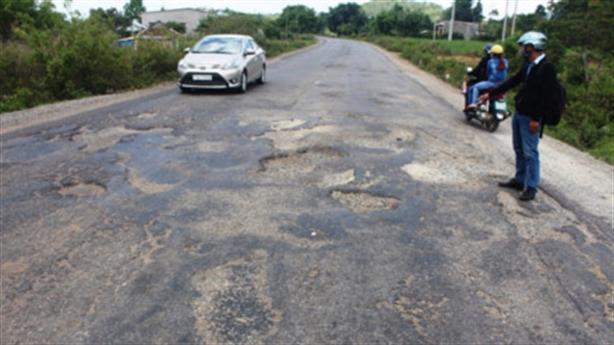 50 km đường đường siêu xấu: Con rơi không ai nhận?